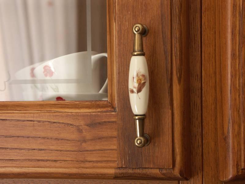 Cucine personalizzate in legno falegnameria santa luce - Maniglie sportelli cucina ...